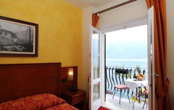 Standard Zimmer mit Balkon und Blick auf den See